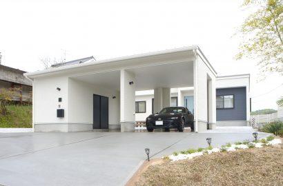 大好きな車を眺めながら暮らす、ガレージのあるかわいい家